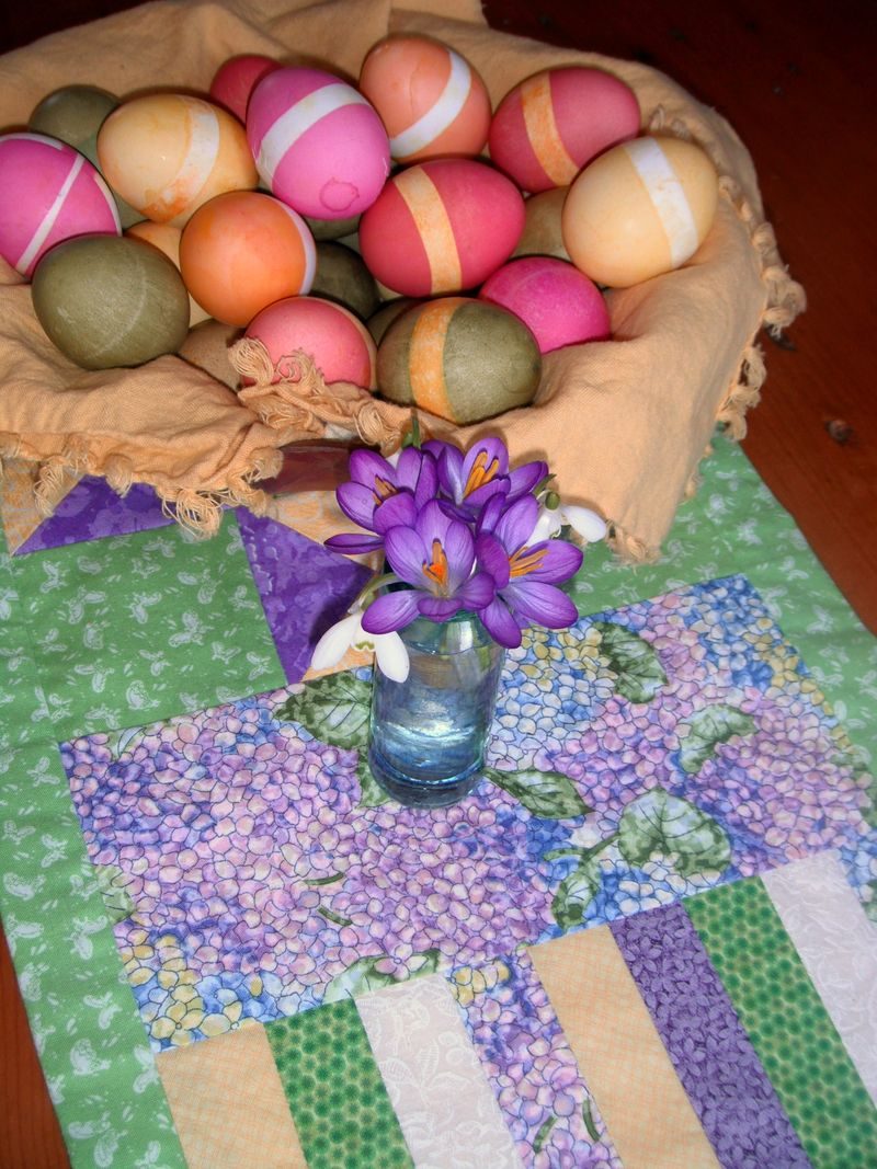 April 2012 - Easter table 1a