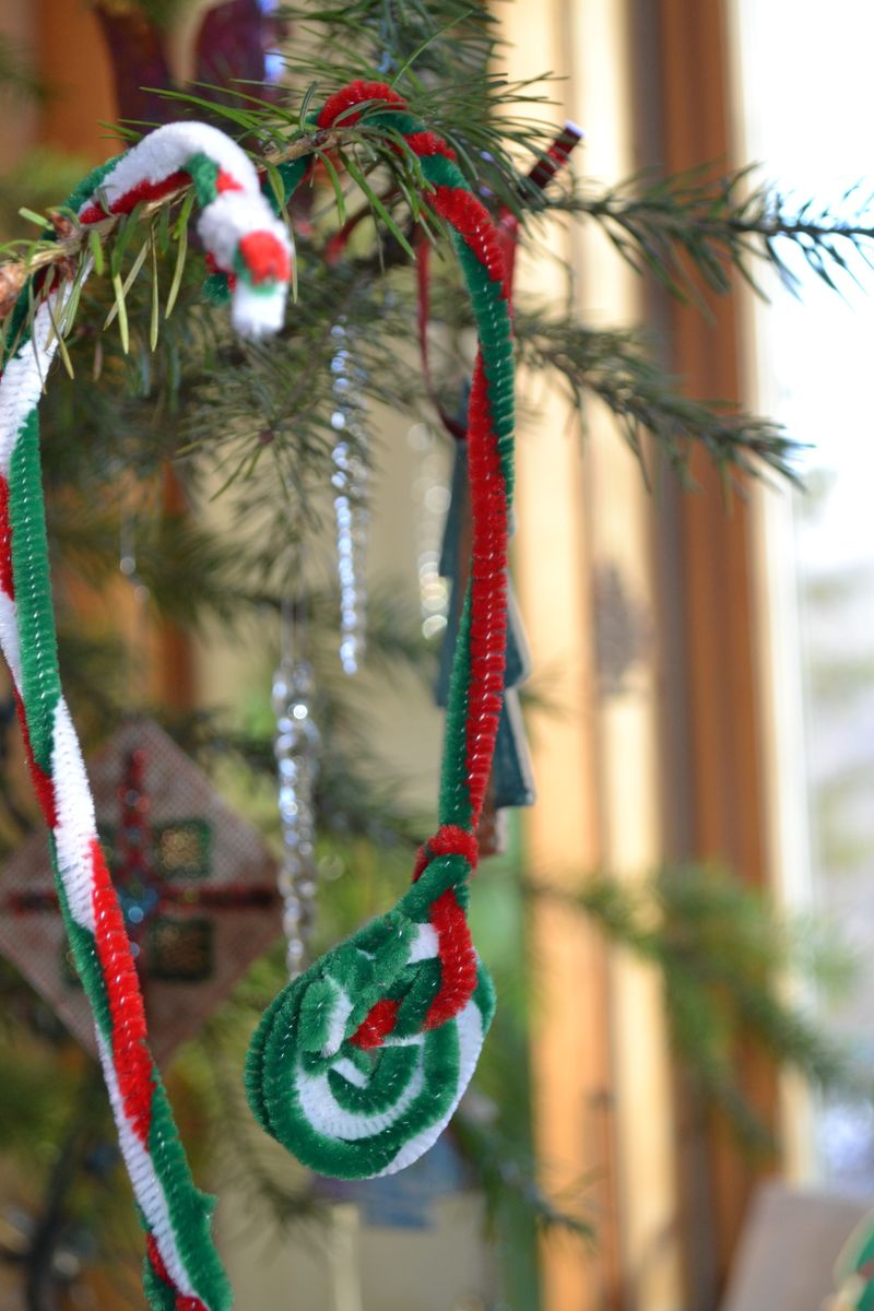 Decembe 2011 - the year of the pipecleaner candycanes