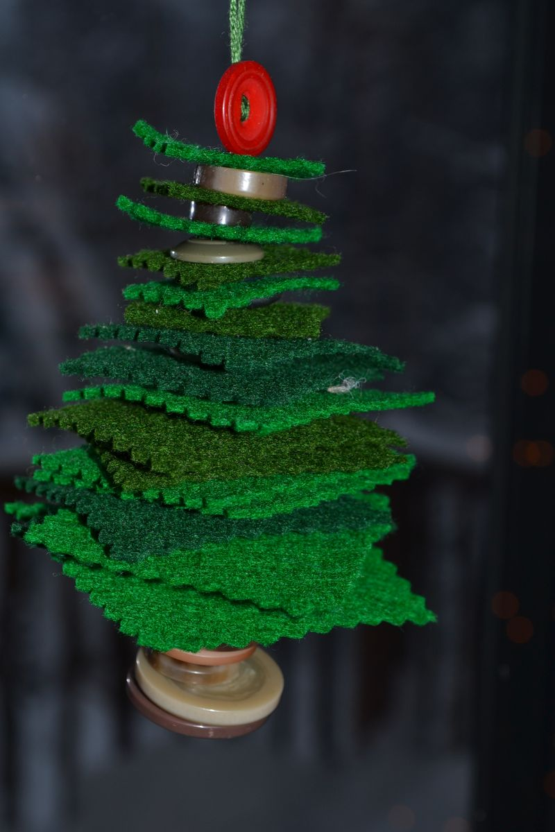 Christmas 2012 - felt and button tree - Summer