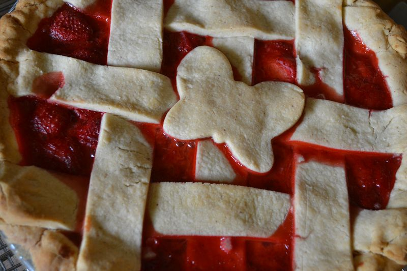 June 2014 - strawberry rhubarb pie 2